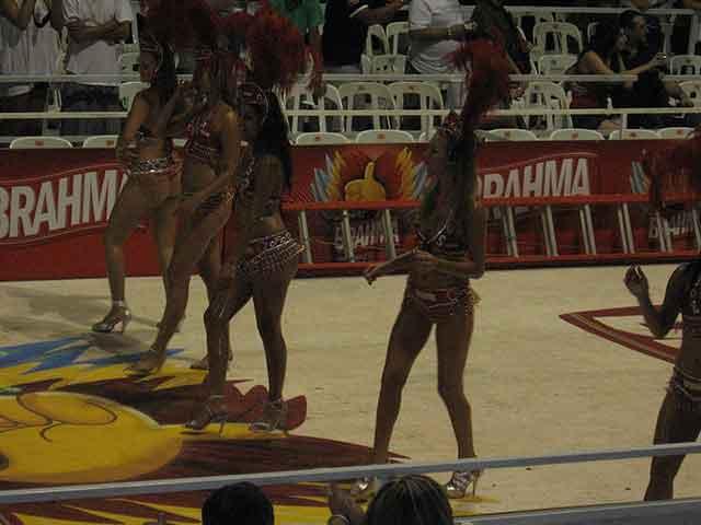 Turismo por Entre Ríos: Visitas a Gualeguaychú y su carnaval