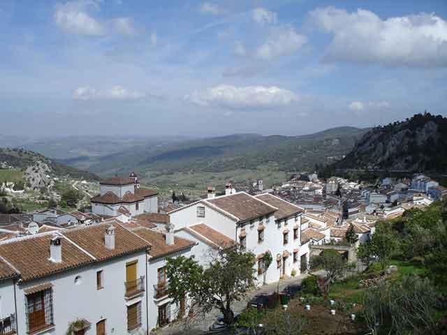 Ultimos días del verano: Playa y sierra para la familia y amigos Sierra de Grazalema en estado puro