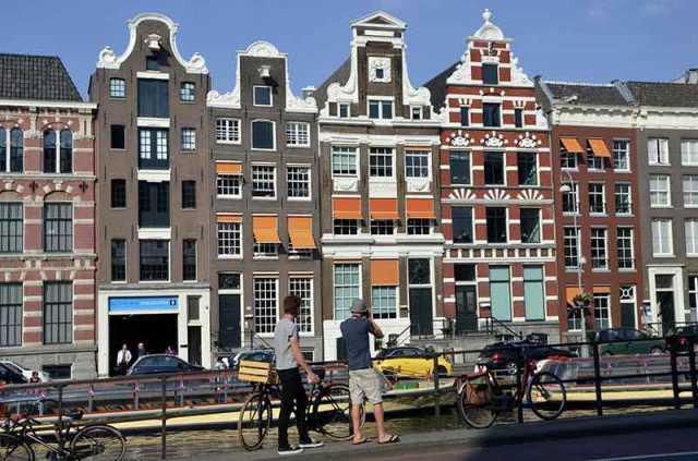 Cómo comprar billetes de transporte público en Amsterdam. Trenes, tranvías, metro y autobuses