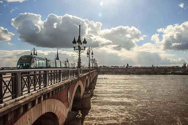 Escapadas a Burdeos: Visitas, monumentos, rutas y otros atractivos