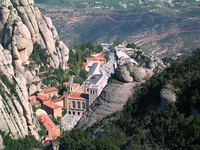 Escapadas fin de semana baratas en Barcelona: Macizo de Montserrat