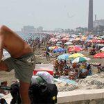 Banderas negras para denunciar la contaminación de casi cincuenta playas españolas