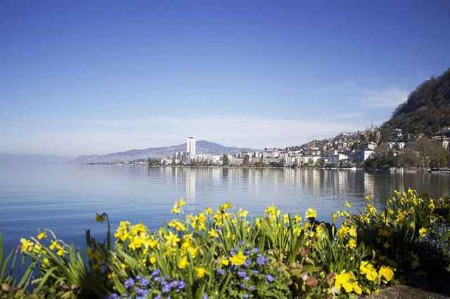 La pequeña ciudad de Montreux, perla de la Riviera Suiza