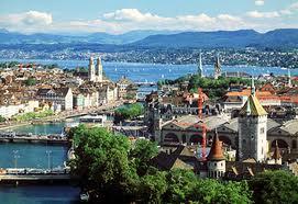 Zurich en Navidad. La ciudad moderna y la ciudad antígua